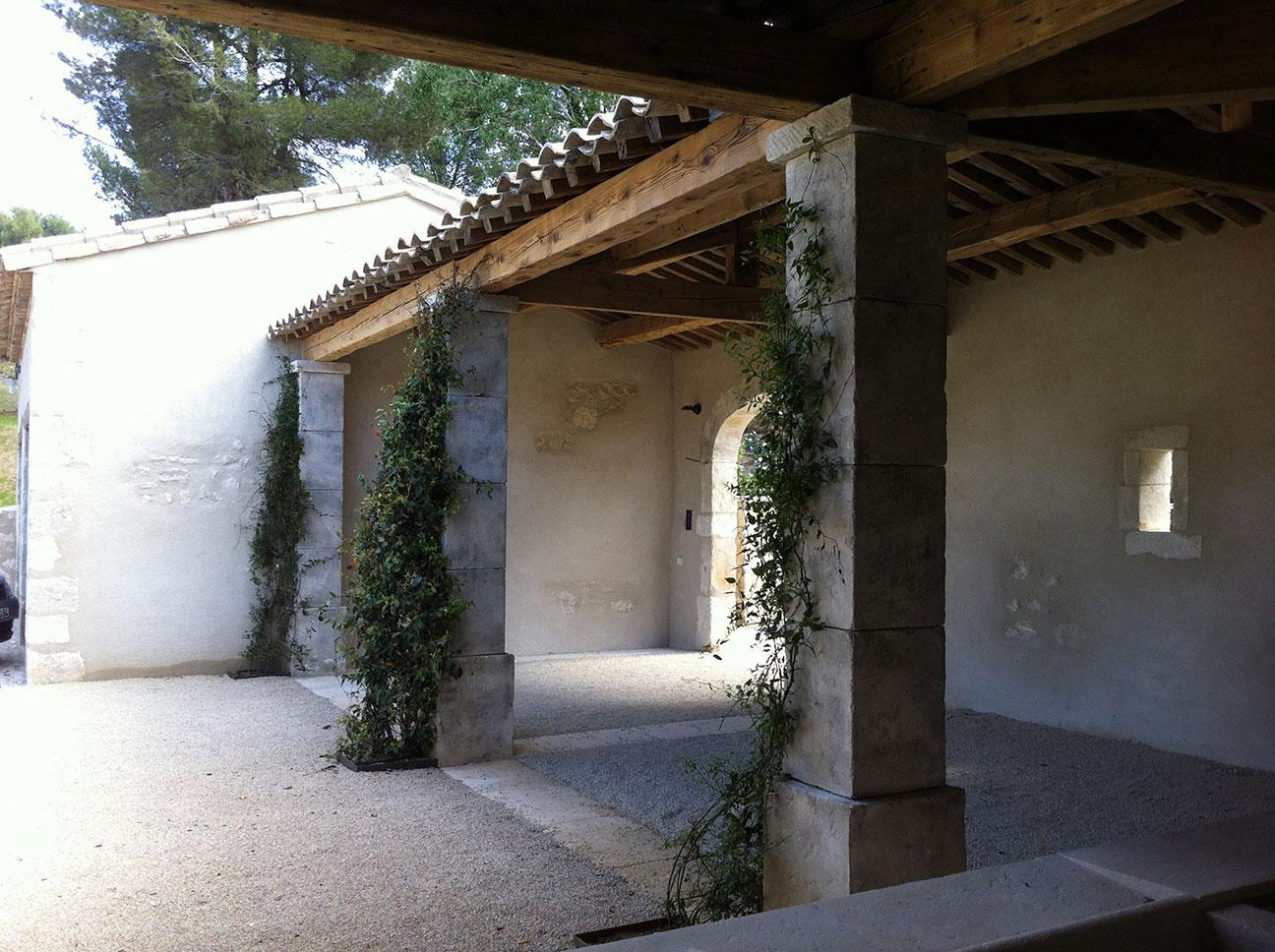 Maçonnerie générale (ici style tradionnel provençal) dans les Alpilles en Provence