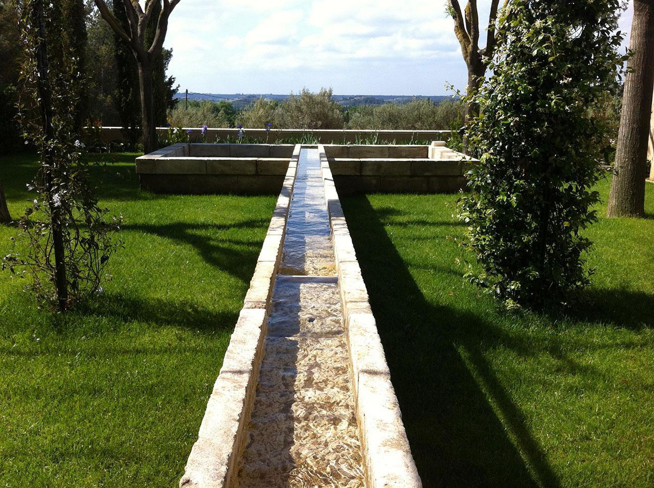ancien canal / pan d'eau rénovation style provençal par JBV Construction