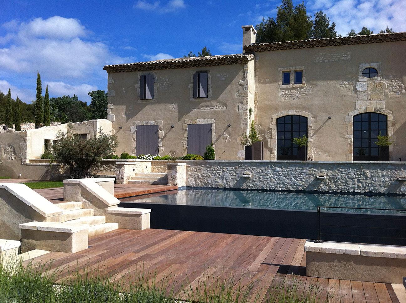 Traditionnel provençal et Alpilles, mas ou domaine viticole ou hôtel : rénovation ou construction