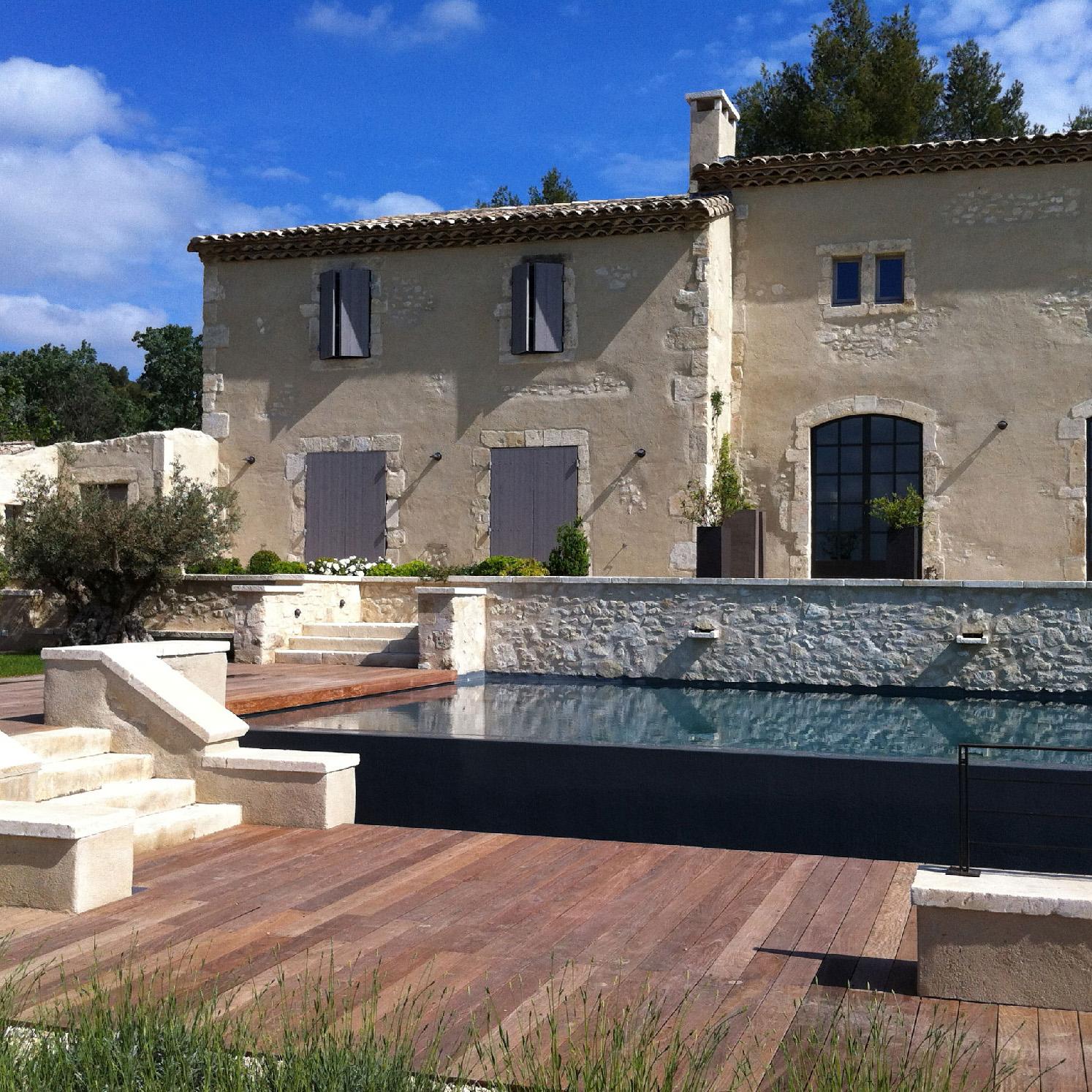 Construction traditionnelle / Mas provençal rénové avec plan d'eau (Alpilles et Provence)