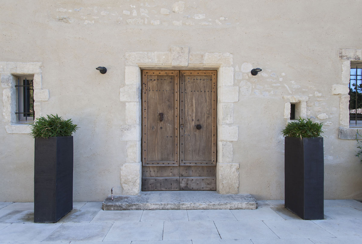 Encadrement de porte en pierres de récupération